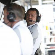 Eric Boullier en el pitwall de Albert Park - LaF1.es