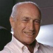 El parecido de Óscar Espinosa y Juan Manuel Fangio es evidente - LaF1