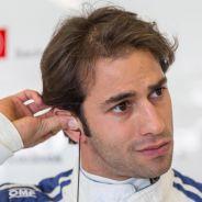Felipe Nasr en el box de Sauber - LaF1