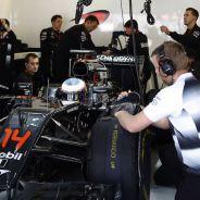 Fernando Alonso en boxes - LaF1
