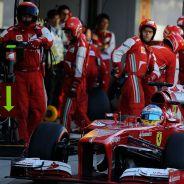 Fernando Alonso en el Pit Lane de Suzuka - LaF1