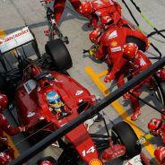 Fernando Alonso y su F14 T en el Gran Premio de Malasia - LaF1