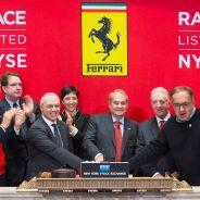 Sergio Marchionne, acompañado de Piero Ferrari y John Elkann, en Wall Street - LaF1