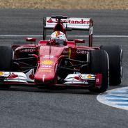 Vettel cabalgando con el SF15-T en Jerez - LaF1.es