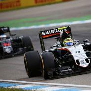 Sergio Pérez seguido de Fernando Alonso en Alemania - laF1