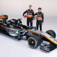 Nico Hülkenberg y Sergio Pérez posan con el nuevo diseño del Force India - LaF1