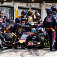 Momento de la parada de Carlos Sainz - LaF1.es