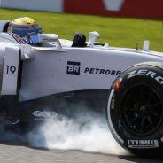Felipe Massa bloqueando su neumático delantero derecho en Spa - LaF1