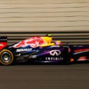 Mark Webber con el Red Bull RB9 en el GP de China F1 2013 - LaF1