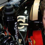 Romain Grosjean en el interior de su Lotus E21 - LaF1