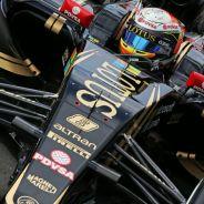 Romain Grosjean con el E23 en Silverstone - LaF1