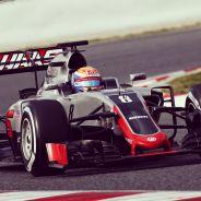Romain Grosjean en su estreno con Haas F1 Team en el Circuit de Barcelona-Catalunya - LaF1