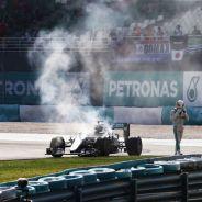 Momento de la retirada de Hamilton - LaF1