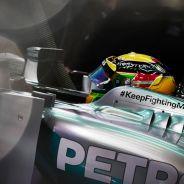 Lewis Hamilton en el box de Mercedes - LaF1