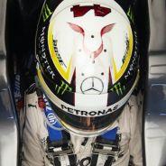 Hamilton subido a su Mercedes en Austin - LaF1