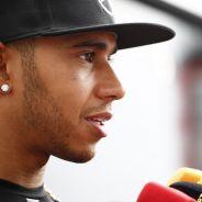 Hamilton tiene una lucha intensa con Rosberg, pero no se olvida de Ferrari - LaF1