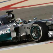 Alonso recoge pronto y Mercedes vuelve a mandar en Sakhir - LaF1