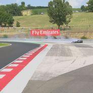 Hamilton perdió el control de su coche y no pudo evitar el accidente - LaF1