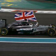 Lewis Hamilton durante la vuelta de honor - LaF1