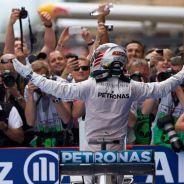 Lewis Hamilton llega al parc fermé tras su victoria en Montmeló - LaF1