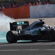 El Mercedes de Hamilton echando humo puede ser la imagen del campeonato - LaF1