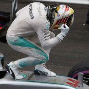 Lewis Hamilton celebra su victoria en Mónaco - LaF1