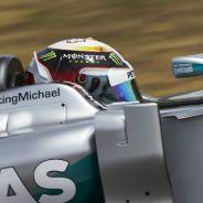 Los dos Mercedes siguen al frente, pero con menos distancia