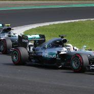 Lewis Hamilton por delante de Nico Rosberg en Hungaroring - LaF1