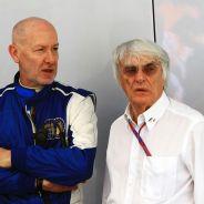 Gary Hartstein y Bernie Ecclestone en una imagen de archivo de 2012 - LaF1