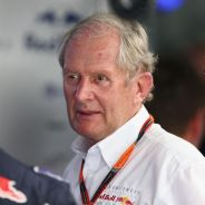 Helmut Marko charla en el box de Red Bull en Sepang con Daniel Ricciardo - LaF1.es