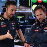 Simon Rennie, ingeniero de carrera, y Christian Horner en el box de Red Bull en Shanghái - LaF1