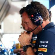 Christian Horner siguiendo la acción en Hungría desde el muro de Red Bull - LaF1