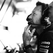 Christian Horner en el pitwall de Red Bull - LaF1