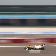 Force India VJM05 en la recta principal de India
