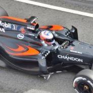 Jenson Button con el MP4-31 en los tests del Circuit de Barcelona-Catalunya - LaF1