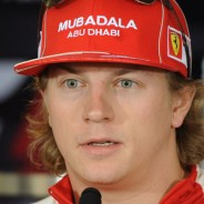 Kimi Räikkönen vestido de Ferrari en una foto de 2009 - LaF1