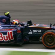 Daniil Kvyat, primer penalizado por exceso de motores