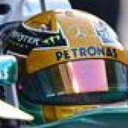 Lewis Hamilton en el pit lane de Yas Marina - LaF1