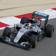 Hamilton incita a los pilotos a presionar en todo momento - LaF1