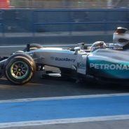 Lewis Hamilton saliendo a la pista en Jerez - LaF1.es