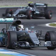 Lewis Hamilton por delante de Nico Rosberg en Hockenheim - LaF1