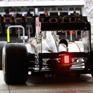 Romain Grosjean en su E21 - LaF1