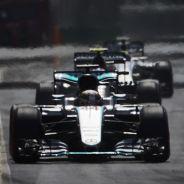 Lewis Hamilton durante la carrera en Bakú - LaF1