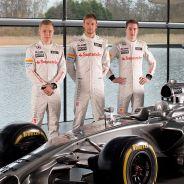 Kevin Magnussen, Jenson Button y Stoffel Vandoorne en la presentación del MP4-29 de 2014 - LaF1