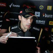 Pastor Maldonado atiende a los medios en Baréin - LaF1