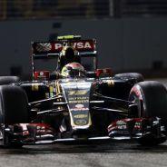 Maldonado durante el GP de Singapur, antes de tocarse con Button - LaF1