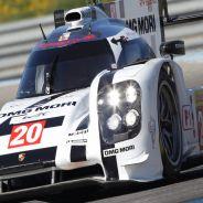 Webber conduciendo un Porsche en el WEC - LaF1.es