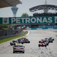 Ecclestone considera escasas las 21 carreras que habrá en 2016, para el futuro quiere una más - LaF1