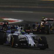 Felipe Massa rodando en Baréin por delante de Verstappen y Maldonado - LaF1
