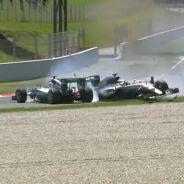 Los Mercedes se estrellaron en la primera vuelta - LaF1